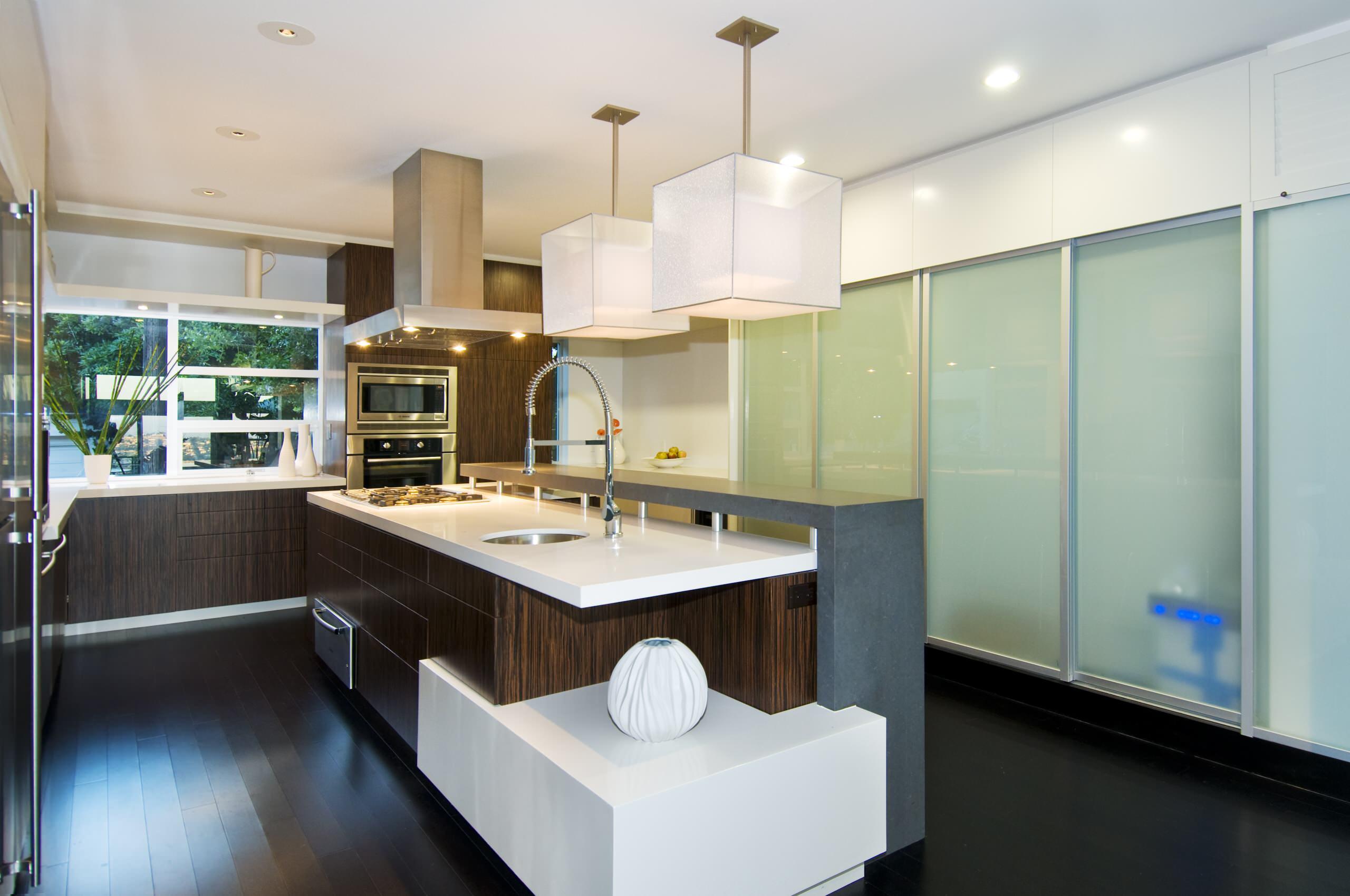 Квадратные светильники на кухне