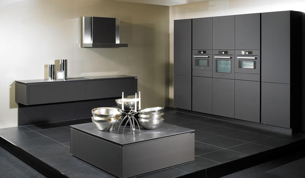 Встроенная бытовая техника в стильном интерьере кухни от Paul Anater