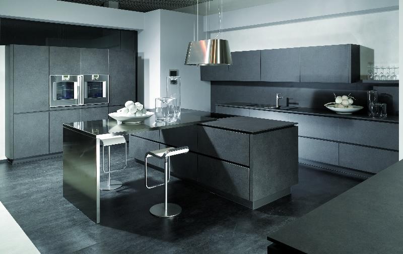 Встроенная техника на кухне в чёрном цвете