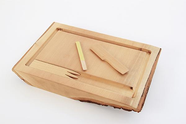 Деревянная доска и ножик для разделывания