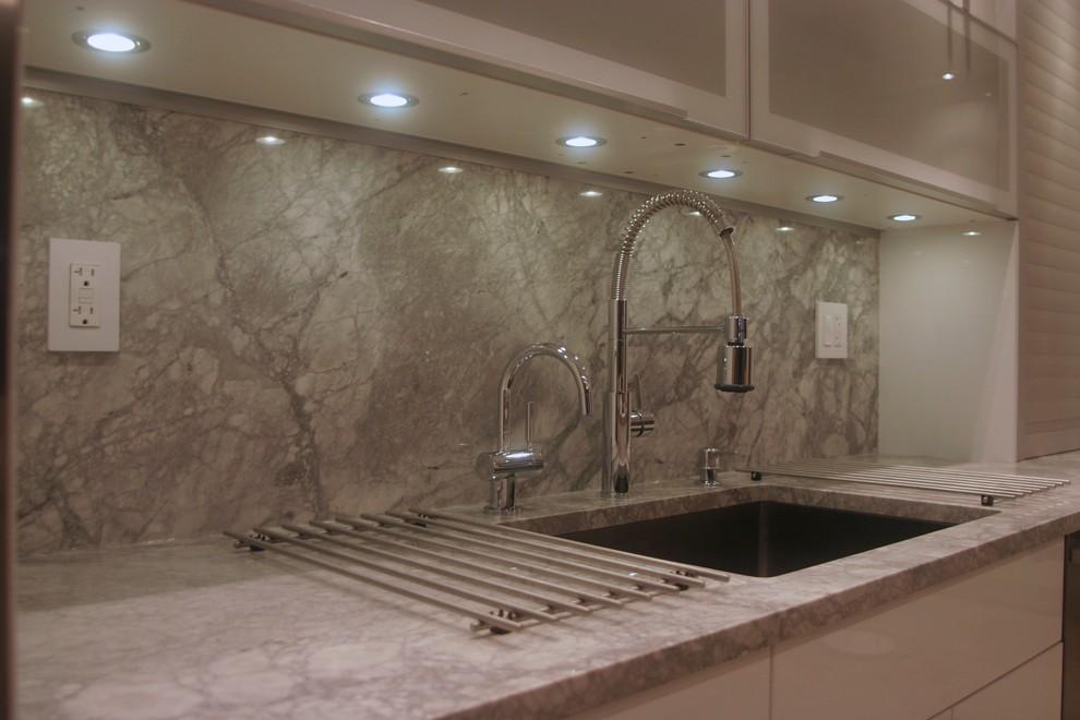 Точечное освещение LED-лампами рабочей зоны на кухне