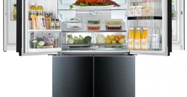 Стильный дизайн двухдверного холодильника LG в чёрном цвете