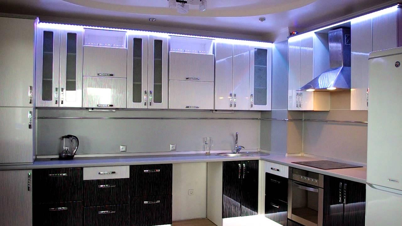 Яркое освещение кухонной мебели