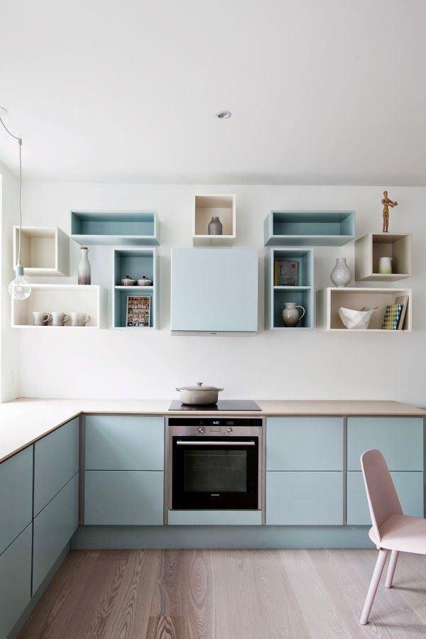 Модульные полки на кухне