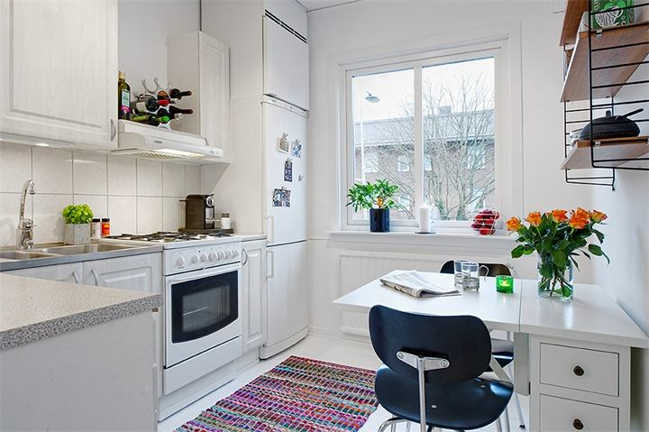 Ретро коврик на полу кухни