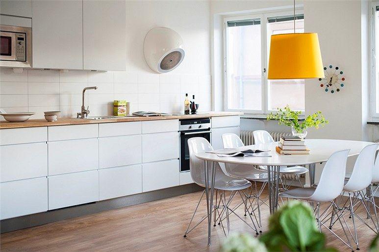 Белые стены и кухонная мебель