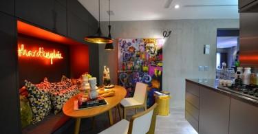 Оригинальный интерьер современной кухни с элементами поп-арта