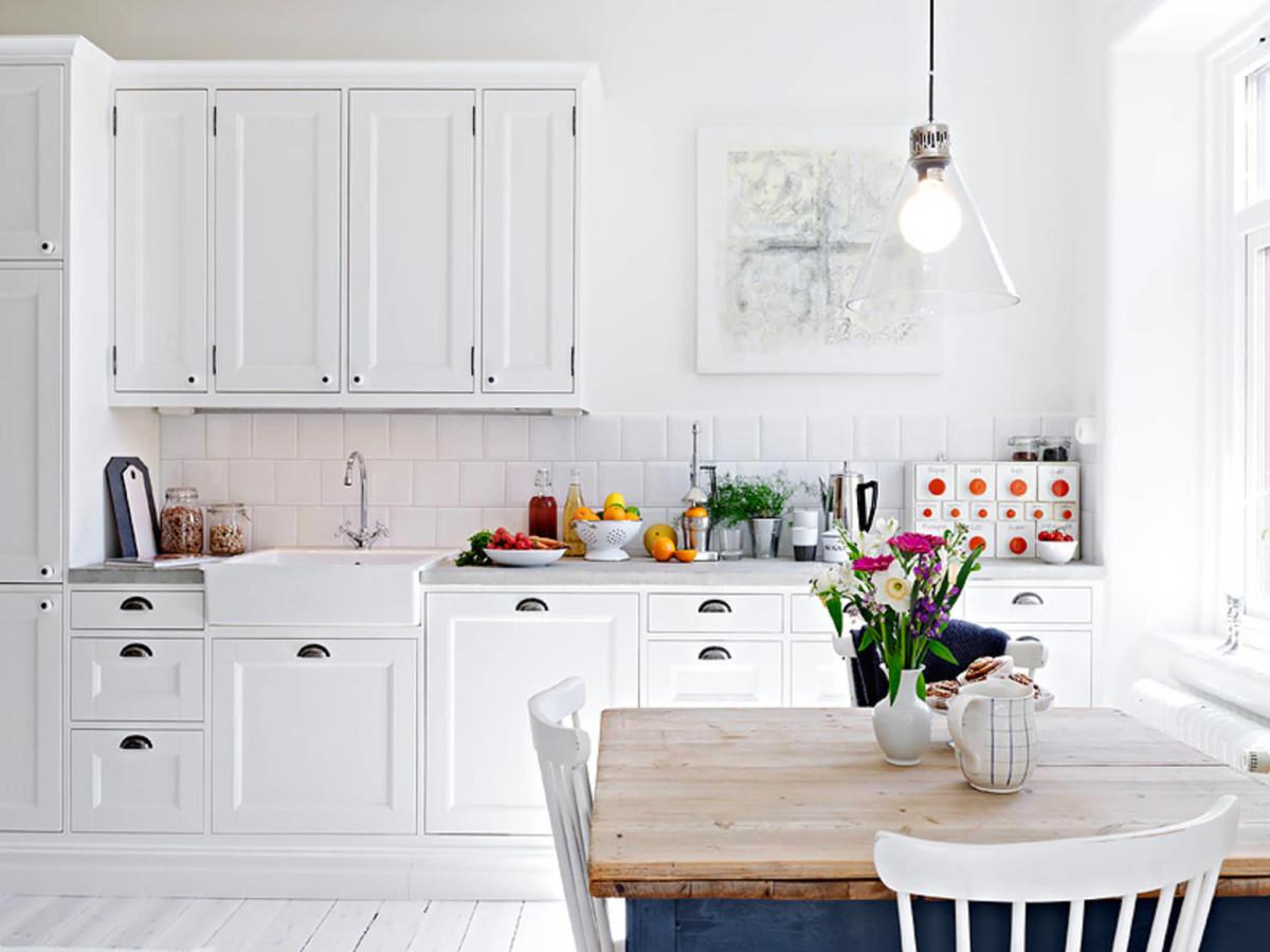 Скандинавский стиль на белой кухне