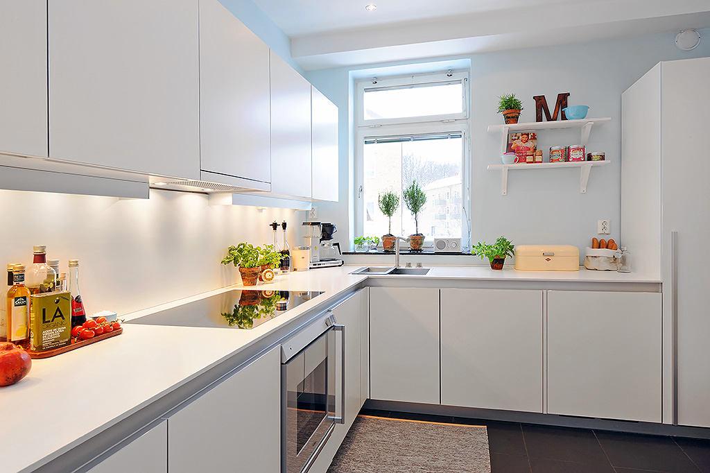 Белые фасада кухонной мебели