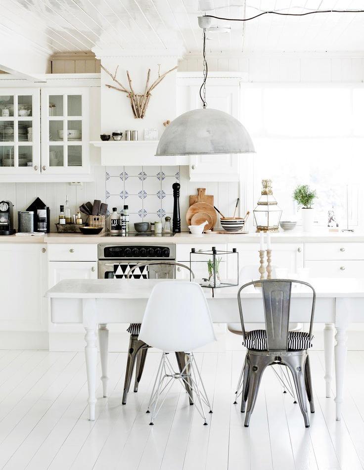 Эклектика на белой кухне