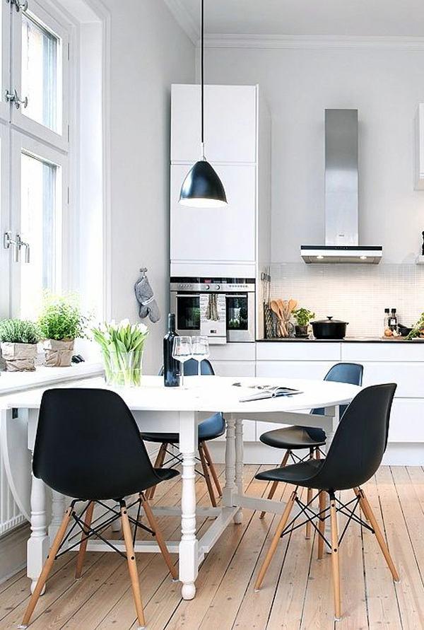 Дизайнерская мебель на белой кухне