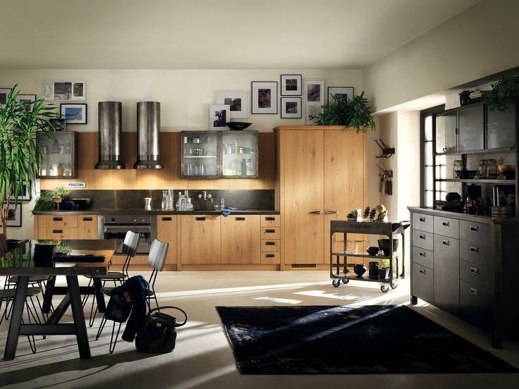 Белые стены и потолок на кухне