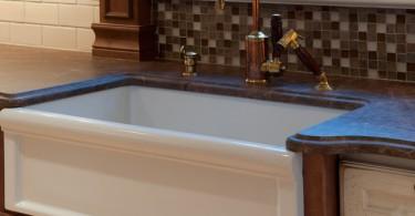 Стильный дизайн фаянсовой кухонной раковины