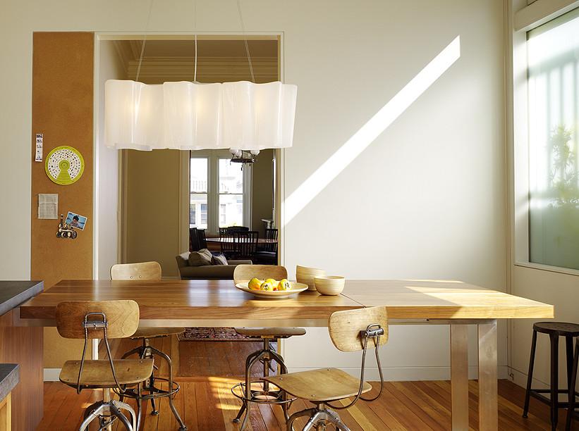 Мебель из дерева в столовой