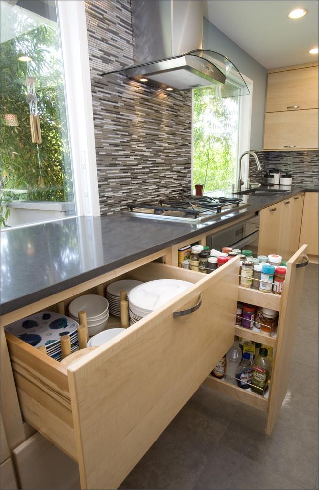 Деревянные ящики на кухне