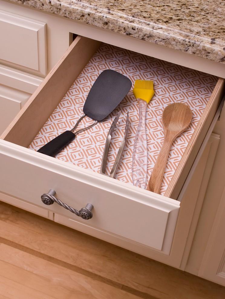 Хранения столовых приборов в ящике