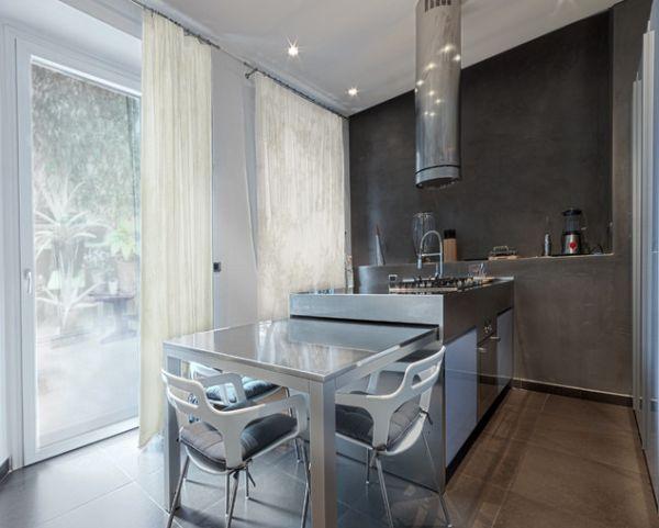 Серый выдвижной стол на кухне