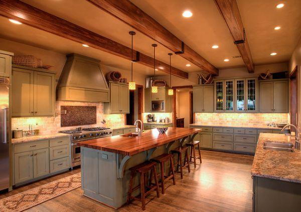 Интерьер кухни с балками на потолке фото