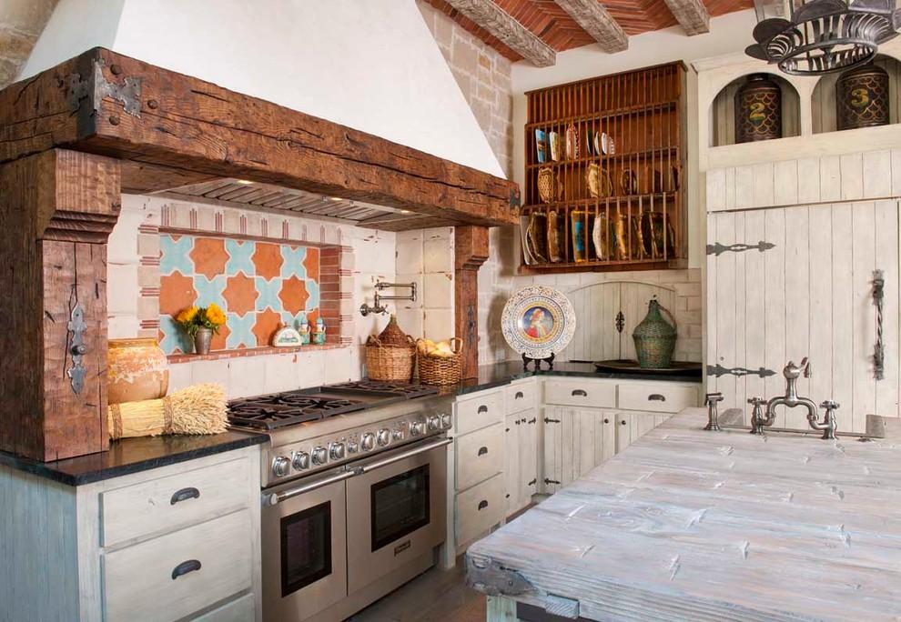 Креативный дизайн системы хранения кухонной посуды и мелкоих аксессуаров от Gage Homes Inc.