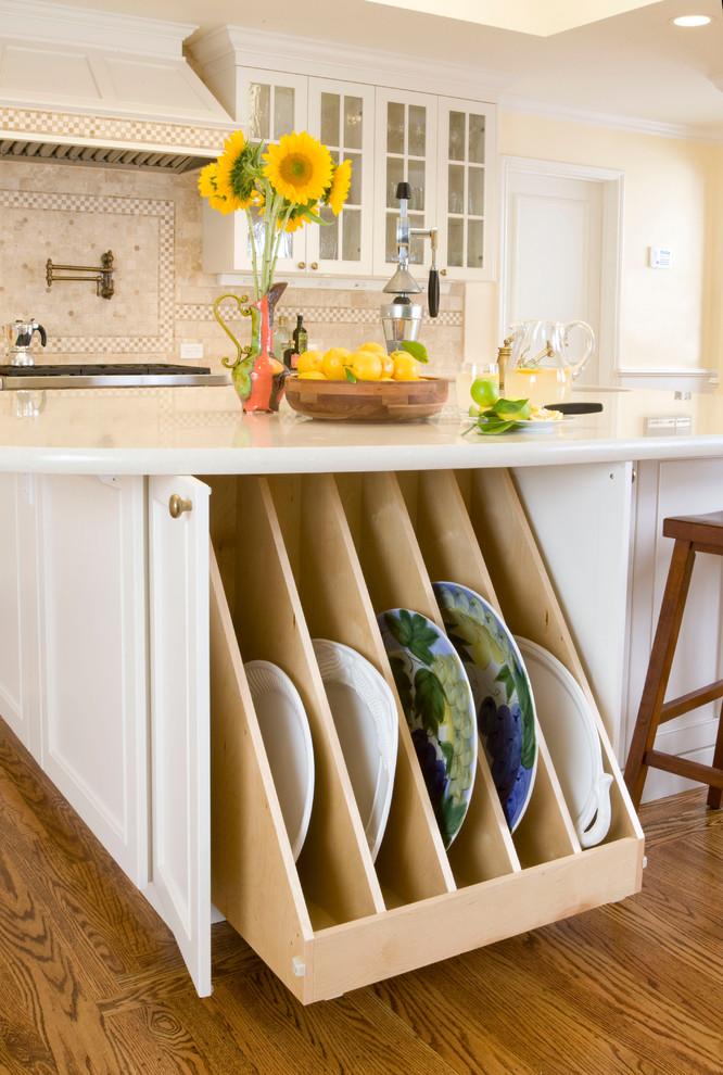 Креативный дизайн системы хранения кухонной посуды и мелких аксессуаров от Kitchens by Meyer Inc.