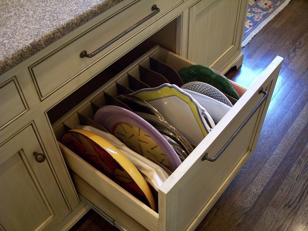 Креативный дизайн системы хранения кухонной посуды и мелкоих аксессуаров от Cabinet Concepts, Greensboro