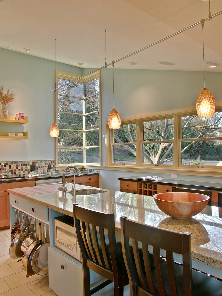 Глянцевая поверхность кухонного острова