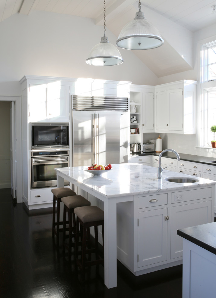 Белый кухонный остров