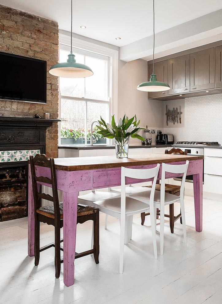 Фиолетовый кухонный остров