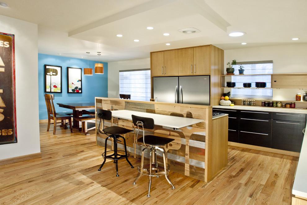 Стильный дизайн художественно оформленной кухни