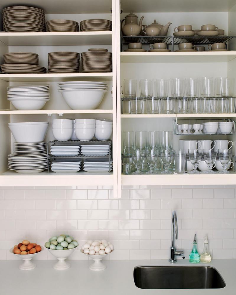 Системы хранения для кухни - навесные полки в белом цвете