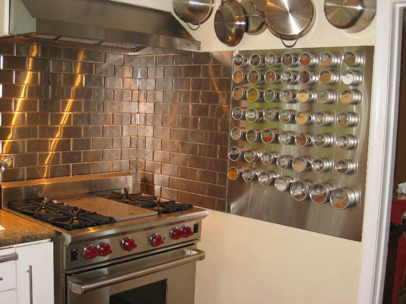 Системы хранения для кухни - металлическая доска с отверстиями для специй