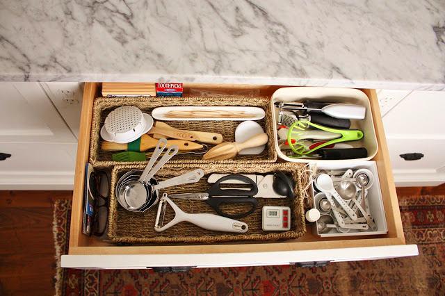 Системы хранения для кухни - выдвижная полка с кухонным инвентарем