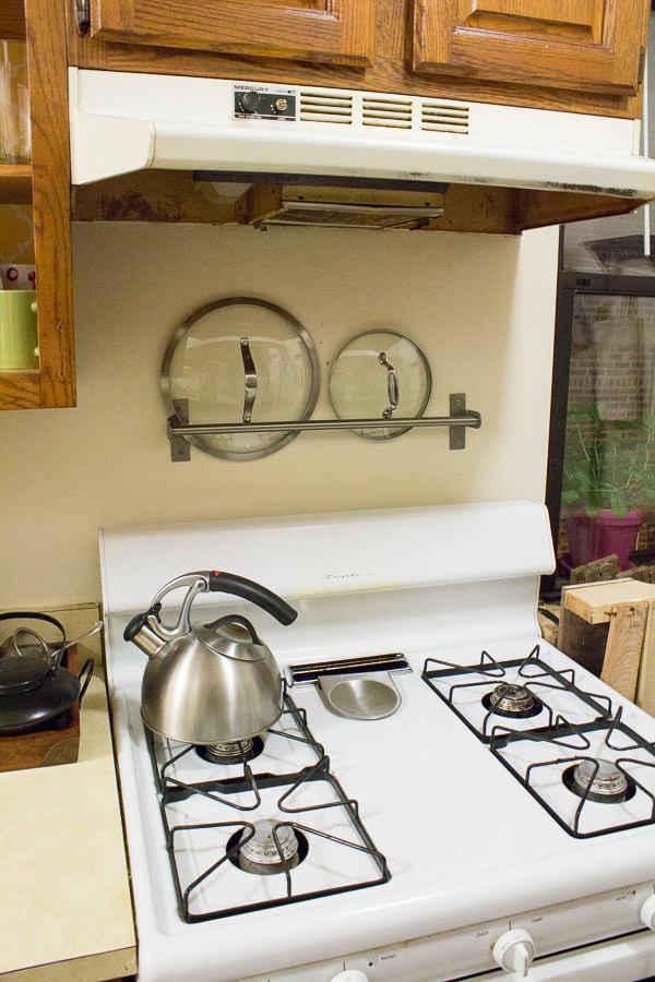 Системы хранения для кухни - место для крышек на кухне