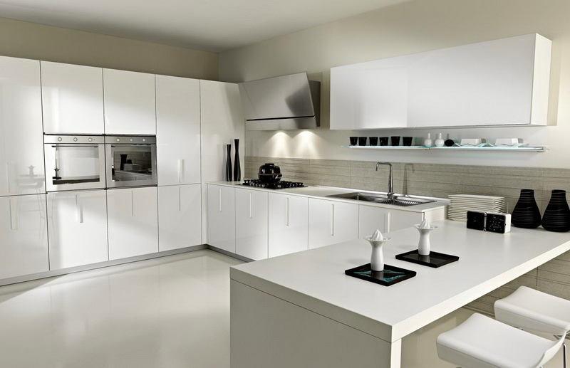 Современный интерьер белой кухни