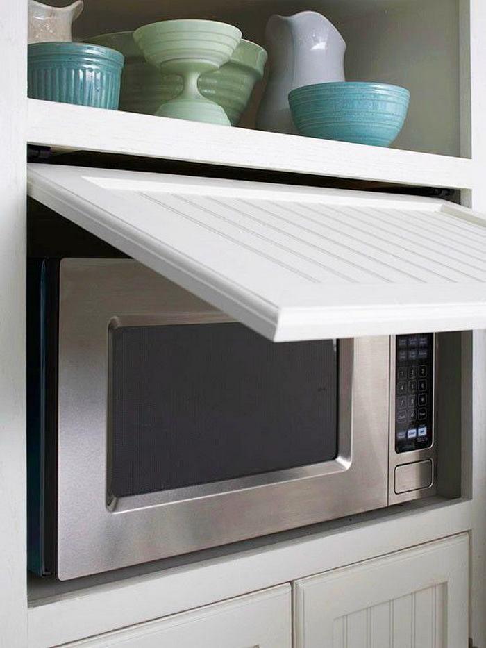 Скрытая микроволновая печь на кухне