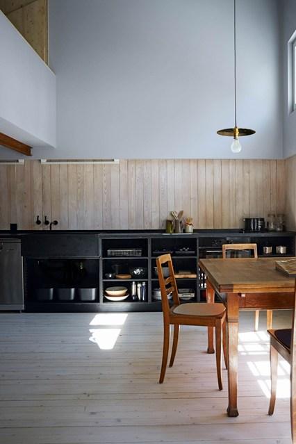 Высокие потолки на кухне