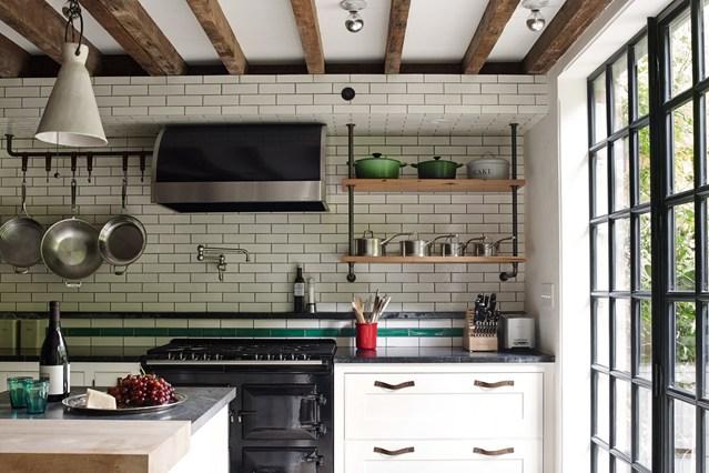 Черные окна на кухне
