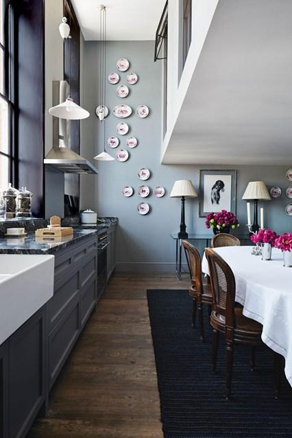 Тарелки как предмет декора на кухне