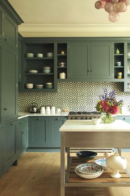 Мебель оливкового цвета на кухне