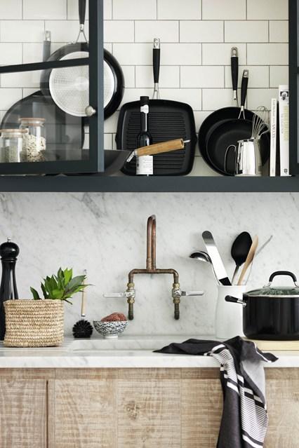 Черный кухонный инвентарь