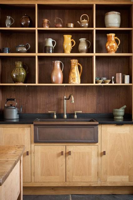 Навесной стеллаж на кухне