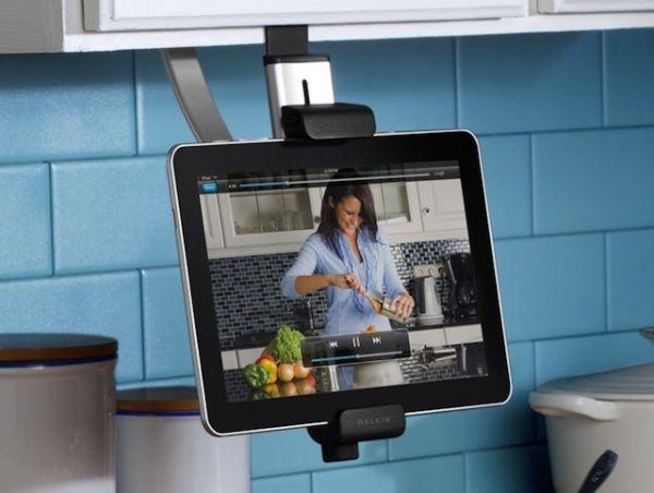 Крепление подставки для планшета на кухонный шкаф