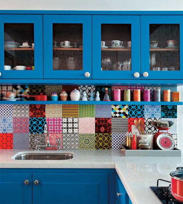 Абстрактные узоры на кухонном фартуке