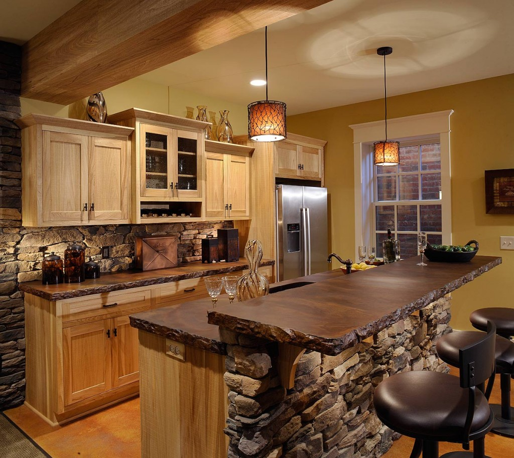 Сочетания дерева и камня в оформлении кухни