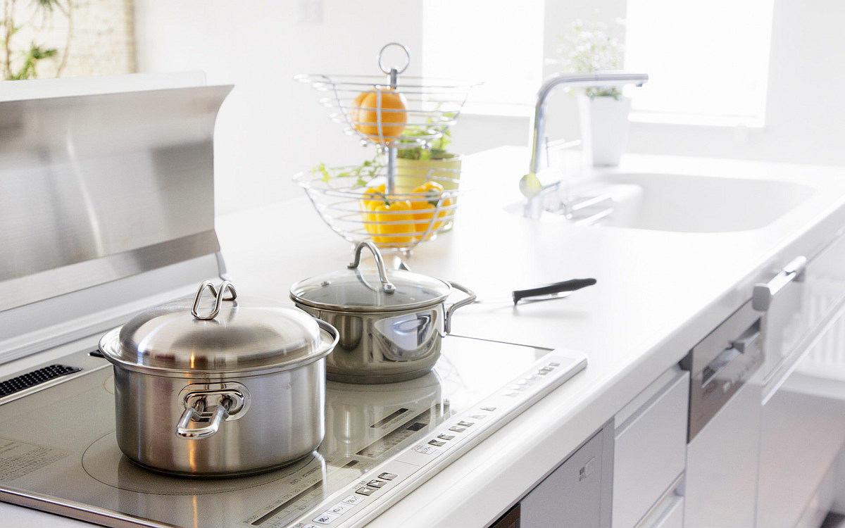 Хранение посуды на кухне: кастрюли и сотейники