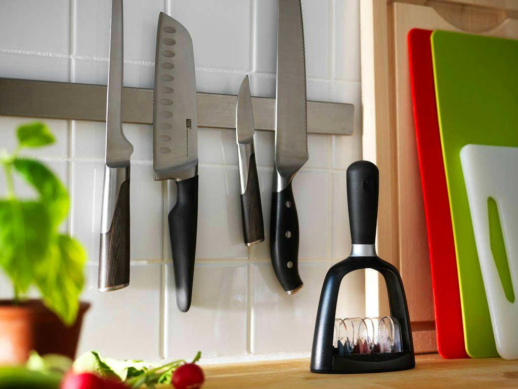 Магнит для хранения ножей