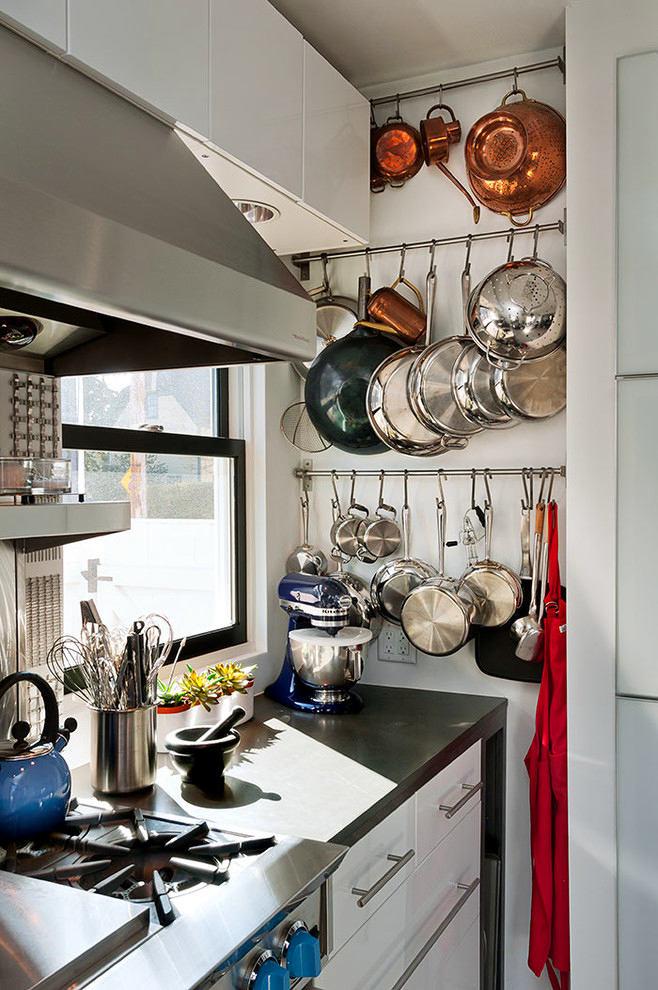 Хранения кастрюль и сковородок на кухне