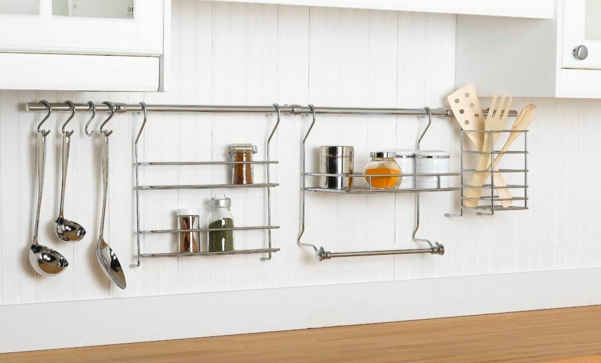 Навесные полки для хранения на кухне
