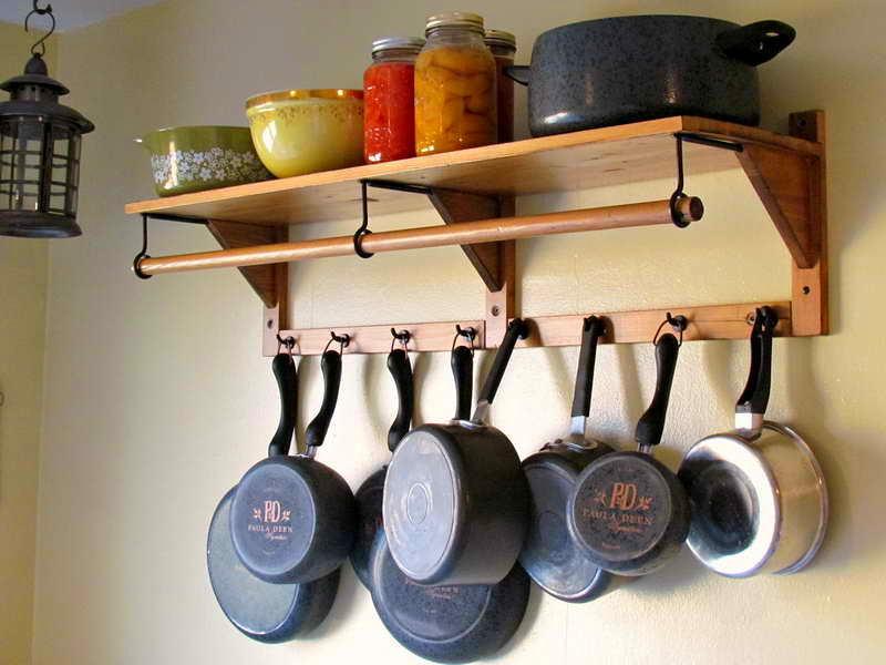 Хранения кастрюль и сковородок на крючке