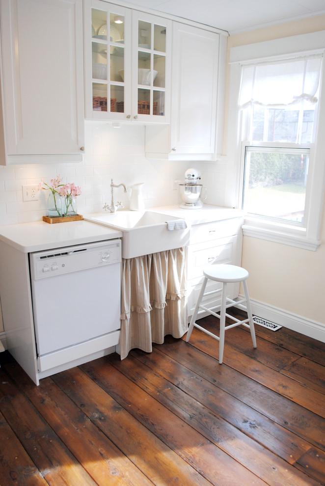Винтажная кухонная раковина с выступающим фасадом